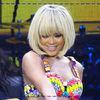 Rihanna uimeste cu o noua schimbare de look (poze)