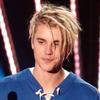Justin Bieber isi va dona parul din cap!