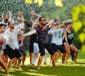 Smiley si aplicatia-fenomen Musical.ly provoaca toti utilizatorii din Europa Centrala sa faca video in picioarele goale