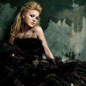 Kelly Clarkson a lansat o noua piesta - Heartbeat Song